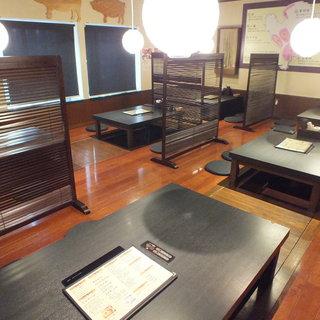 テーブル席、堀ごたつ、個室完備の居酒屋
