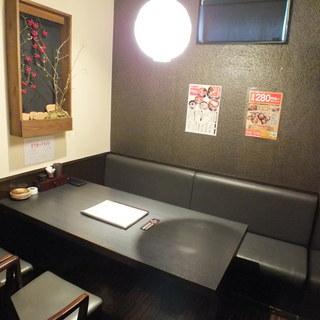 少人数でもゆっくりお食事やお酒を楽しめる個室あります