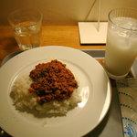 maru - キーマカレーとカルピスソーダ