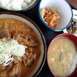 和田小屋 - モツ煮定食1000円