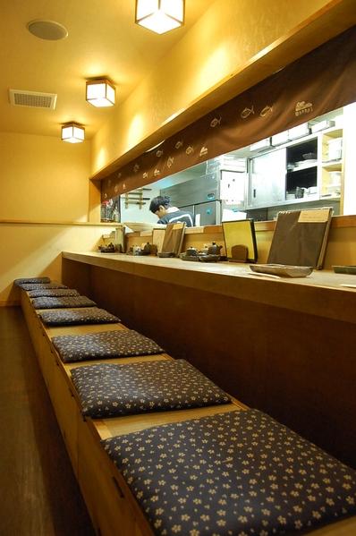 兼平鮮魚店・中洲川端店 2号店 - ▲お一人様でもカウンターございます。出張の方なども多いとか。
