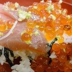 りきさん亭 - 料理写真:まぐろイクラ丼アップ