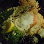 天つる - 天然海老入れて豪華8種の天ぷらです♪単品は大盛無料なので・・・もちろん♪