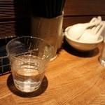 麺屋吉左右 - 綺麗なカウンター