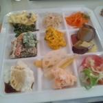六丁目農園 - 手作り豆腐、れんこんピクルス、蒸しサトイモ柚子ドレッシング、オクラの胡麻和え等々