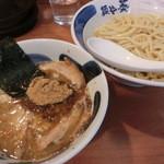 18575809 - 醤油つけ麺+味玉880円