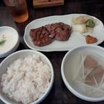炭焼牛たん東山 仙台本店 - 牛タン定食小盛