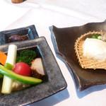18576795 - 季節の野菜とざる豆腐