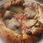 カルド - 自家製ベーコンと玉葱のピザ