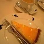 18577626 - チーズケーキいただきます!