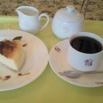 Chez Maman - ベイクドチーズケーキ&コーヒー (コーヒーセット ¥800)