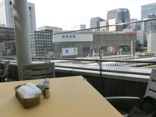 コルティブォーノ 東京 - テラス席からの眺めはいい感じ