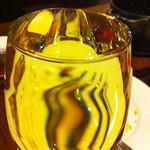 18583506 - こぼれグラスワイン