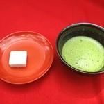 金閣寺不動釜茶所 - 抹茶と和菓子500円