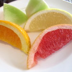 ラマダホテル大阪 - (朝食)彩り豊かなフルーツ。