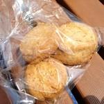 欧風パンカドー - アーモンドとココナッツ?のクッキー ¥120くらい?
