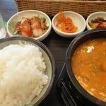 韓国厨房 尚州本店 - 豆腐チゲ定食 ¥980 (ご飯大)+たまご ¥50