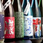 酒肴いそや - 【酒のこだわり】 製造数量の少ない貴重な日本酒から、僅かしか生産できない幻の焼酎まで、入手困難な銘柄をご用意しております。メニューにない希少なお酒も入荷しておりますので、お聞き下さい。
