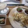 木突木 - 料理写真:エビピラフ 小鉢やお惣菜、スープがつきます