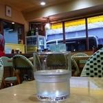 キッチンヨッチ - 明るく広めの店内