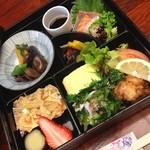 でん - お昼の大人数のお食事会に人気です★お重幕の内1000円♪ごはん、お漬物、お味噌汁付です。