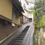 18599289 - 温泉街の坂道を上がって