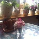 レストランシトロン - テーブルの上にはお花