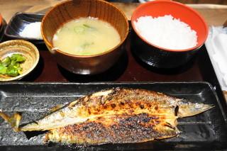 越後屋 三十郎 - 秋刀魚の開き定食