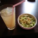 タヴェルナオリーヴ - ランチサラダ&ドリンク(グレープフルーツジュース)♪
