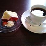 タヴェルナオリーヴ - ランチドルチェ&ドリンク(ホットコーヒー)♪