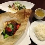めぞん・ド・グリエ - 春野菜と和風ハンバーグのパピオット(紙包み焼き)