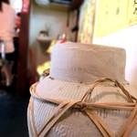 18620272 - 雰囲気のある店内。だけれど狭い・・・