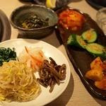 神戸屋 - ナムル&キムチ盛り合わせと自家製ニラキムチ