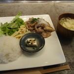 18630343 - ランチメニュー「国産豚肩ロースの生姜焼き定食」(1000円)