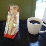 スターバックス・コーヒー - グレインブレッドBLT&エッグとショートドリップコーヒー