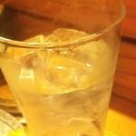 炭火やきとり 創玄 - 創玄のドンペリくれ!       と頼んだら出てきた1番高い酒。赤霧島680円。              ドンペリより焼鳥によく合う酒だわ。