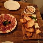 ル・ペリカン・ルージュ - チーズもりあわせとスペイン生ハム