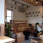 麺茶屋 - 真新しく綺麗な内装
