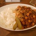 ロンパーチッチ - ひよこ豆とひき肉のドライカレー Lサイズ 量がすごかった!