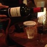 ステラ - スペインのワイン。席で注いで頂けます。