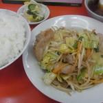 新雅 - 肉野菜炒め定食