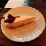 18652378 - チーズケーキ・レア400円