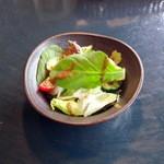 カリーバー・ミルチ - ホリデーランチ(1,000円)のサラダ