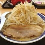 山岸一雄製麺所 - 二郎的… ちと,しょっぱいが,極太縮れ麺は個人的には意外と好き 昼に食べたけどまだお腹いっぱい…夕飯食べられない(^_^