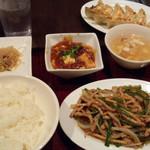 新東京軒 餃子&定食 - 豚と細切りピーマン炒め