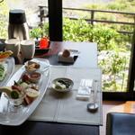 山田屋旅館 - 朝食の席。