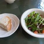 イタリアン食堂 良's - ランチのサラダと自家製酵母パン