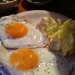ばるぼら屋 - 目玉焼き(300円)