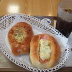 パニッシュ - ベーコン&ポテト、ツナチーズ、アイスコーヒー