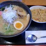 麺処 咲柳 - ごま味噌(700円)+小辛チャーハン(200円)